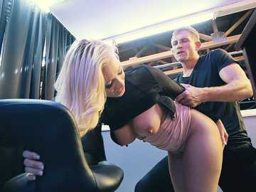 Young blonde with bubble butt Bailey Brooke gets herself boinked doggy style